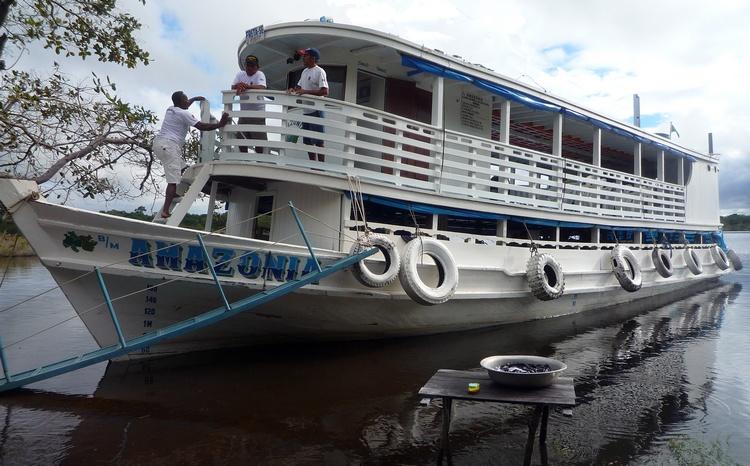 lancha rio amazonas