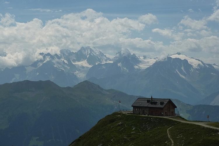Tour du Mont Fort : circuit VTT en montagne accessible à tous!