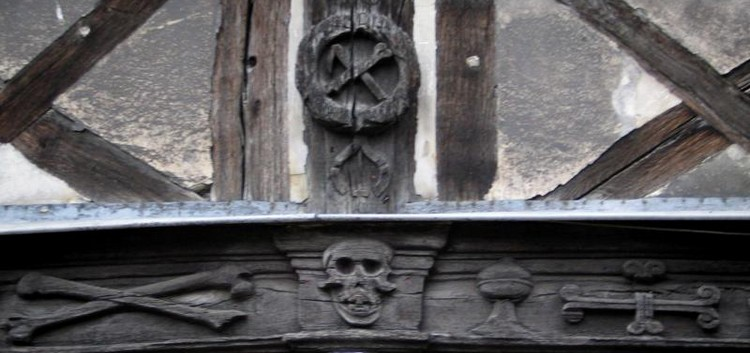aitre saint maclou motif macabre